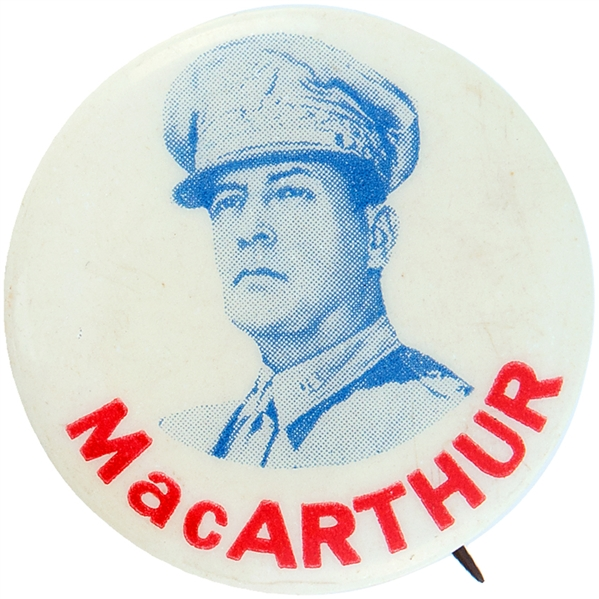 MacARTHUR WORLD WAR II PORTRAIT BUTTON.